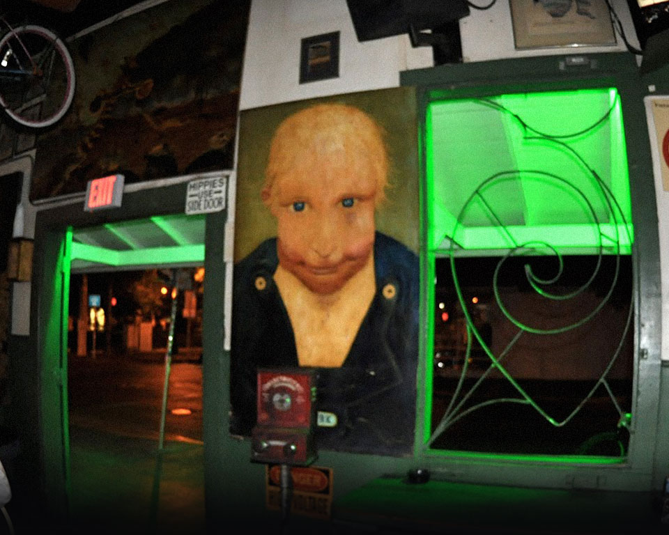 Photo of Smirk hanging in Green Parrot