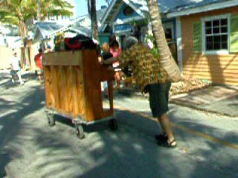 barry cuda pushes his piano to the green parrot