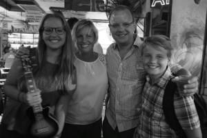 Hanna, mom Stephanie, dad Andy, and brother oscar