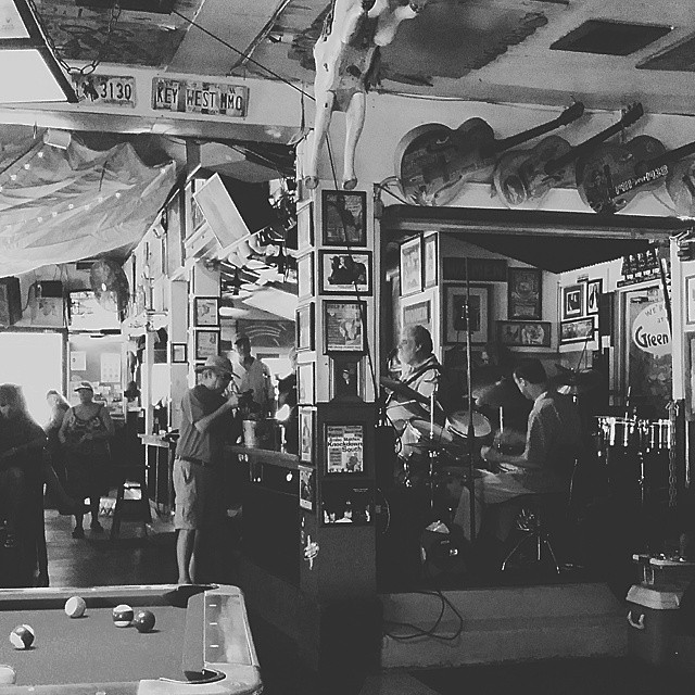 And so it happened that we stumbled upon some good music... #greenparrotbar