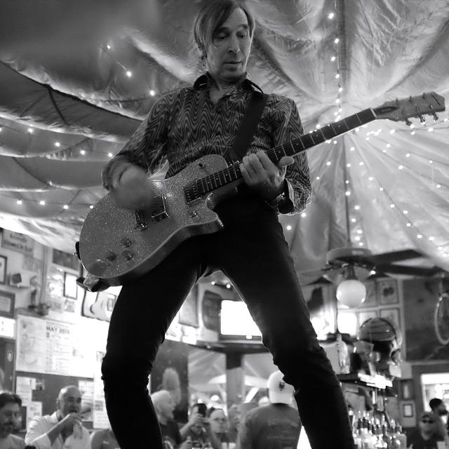 Garage band-revivalists The Fleshtones, storm The Green Parrot last night. #greenparrotbar #thefleshtones #garagebandrevival #remembertheramones