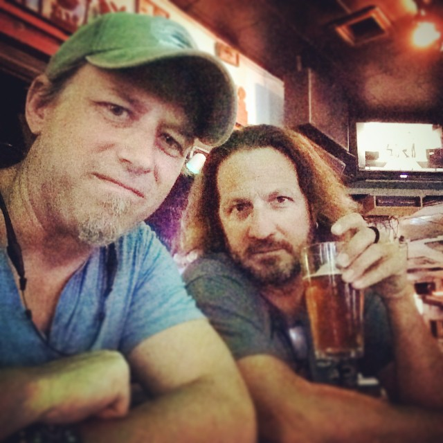 Having a beer with my friend Jesus at the #greenparrotbar !!!