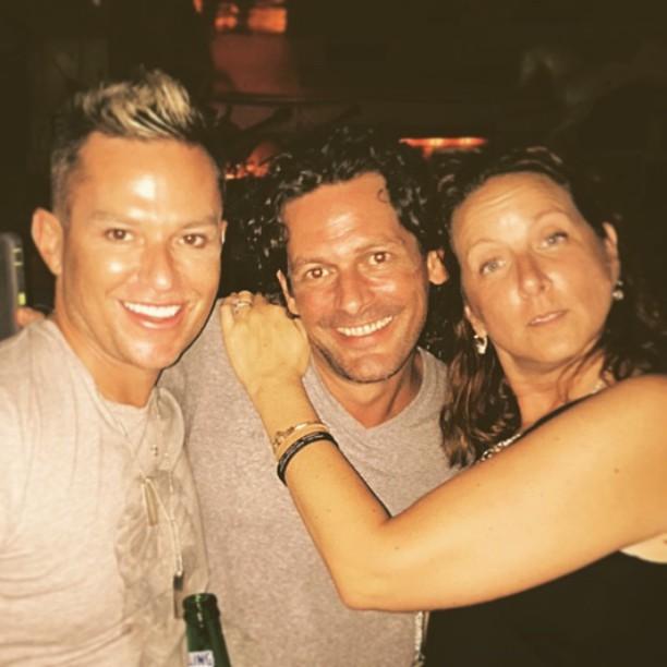 #FridayNightLights<br /> #friends #greenparrot #greenparrotbar #love #gay ##lategram #igers #handsome #drinks #keys #gayboy #happy #love #picoftheday #instagay #cocktails #cuddle #selfie #selfienation #tgif #mcqueen #gucci #fashion&nbsp;