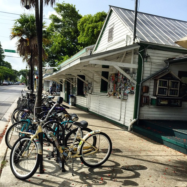 Our home away from home away from home  Best live music on the island and great people! Since 1890 #greenparrotbar @greenparrot #keywest #keywestlife #livemusic #bar #greenparrot #bicycles #shadows #soundcheck #latedaysun #fun #music #historic #islandlife