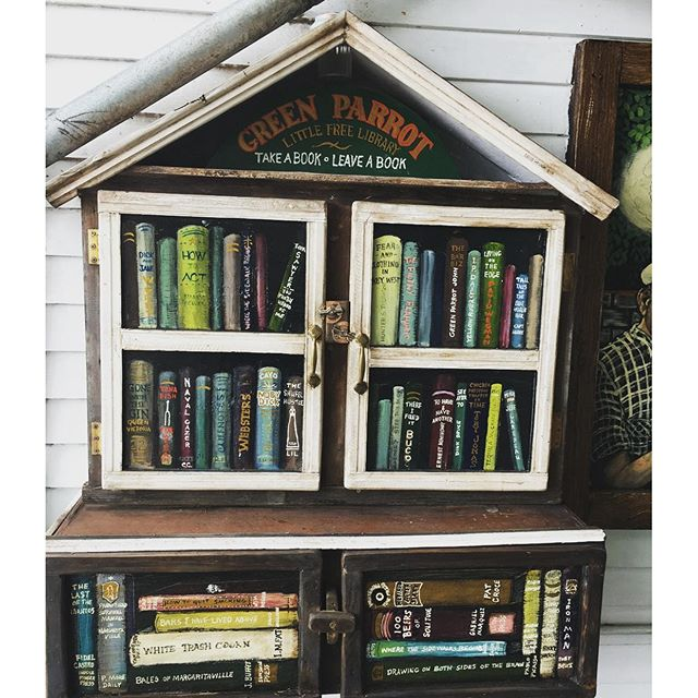 Little library @greenparrotbar