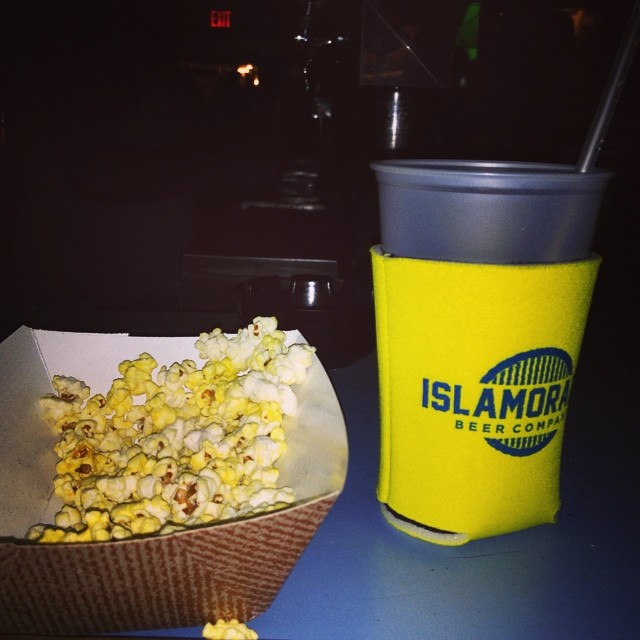 #greenparrotbar #greenparrot #greenparrotsaloon #popcorn @greenparrotbar all they need is #sandbarsunday my cup is empty:( #islamoradabeer #islamoradabeercompany @islamoradabeer #keywest