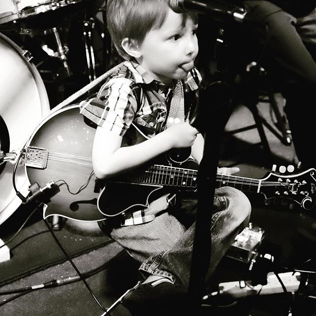 One more of Jakob, of The Family Band, pre-gig yesterday, looking prepped mentally and physically beyond his years (all 5 of them) with just the right mix of: relaxation (leg crossed), concentration (Michael Jordan tongue-bite) and  preparation (arm in near-ready bluegrass-chop attack position) #greenparrotsoundcheck #greenparrotbar #thefamilyband #thedoerfelfamily #doerfelsbythesea #highlonesome #bluegrasschop